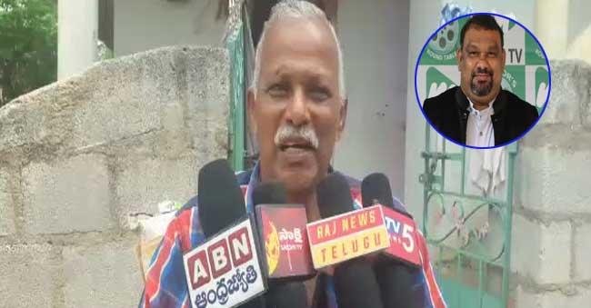 Kathi Mahesh's Father Fires On Paripoornananda