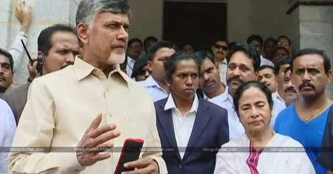 CBN Gets Mamatha's Invitation For Anti-BJP Rally