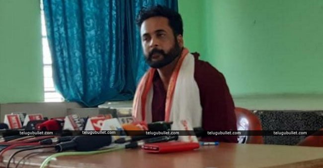 Shivaji Surfaced With Allegations On Telangana CM