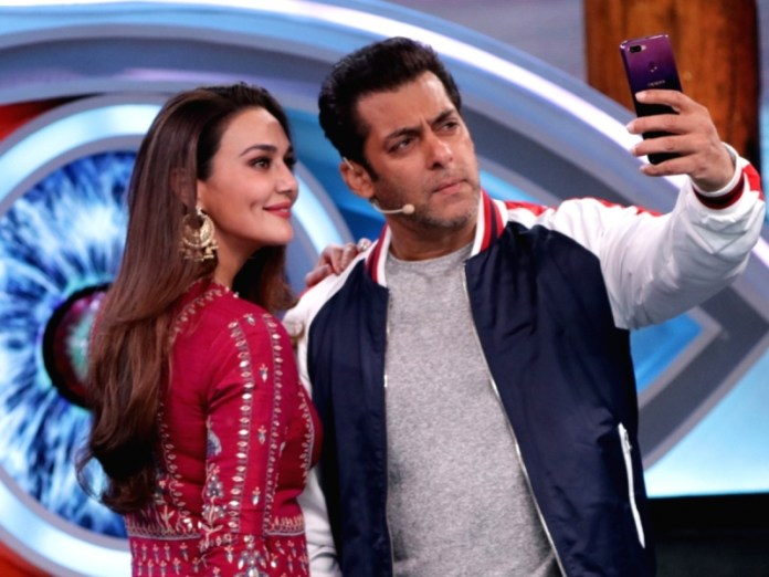 'Chulbul' Salman Khan and 'Chulbuli' Preity Zinta Dress Up as Law Enforcers for Halloween