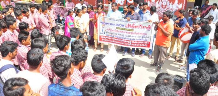 Students stand in solidarity with RTC agitators in Hyderabad