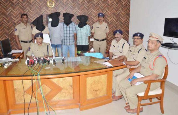 Four-member gang held for smuggling ganja in Mahbubnagar
