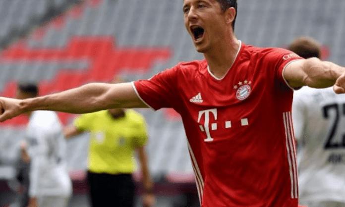 Lewandowski breaks 250-goal barrier in Bundesliga
