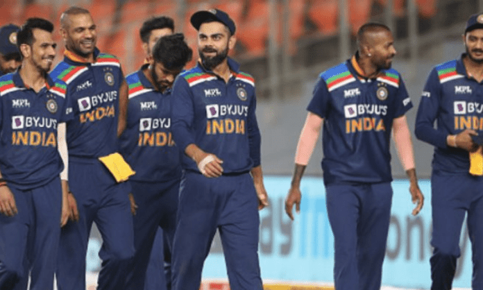 3rd T20I: Kohli loses cool after Thakur's lazy fielding