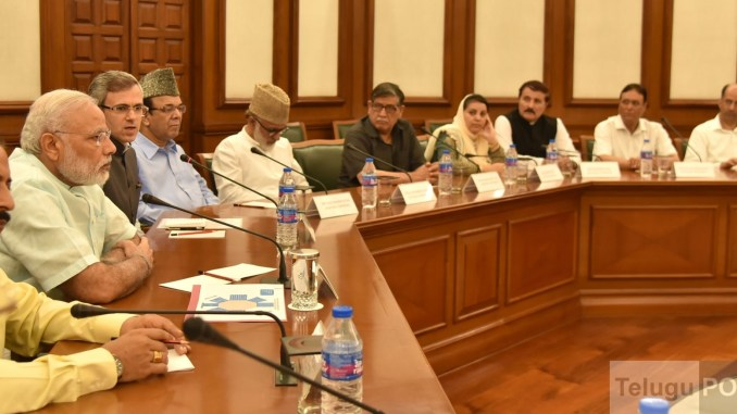 New Delhi: A delegation of Opposition Parties from Jammu and Kashmir call on Prime Minister Narendra Modi, in New Delhi on Aug 22, 2016.