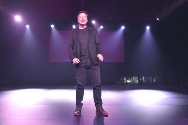 """Der gut gelaunte Tesla-Chef Elon Musk bei der Model Y-Präsentation am 14. März 2019 in Los Angeles.   Foto: Martin Gillet von der Zeitschrift """"Supercharged"""" des Tesla Owners Clubs Belgien, teslaclub.be"""