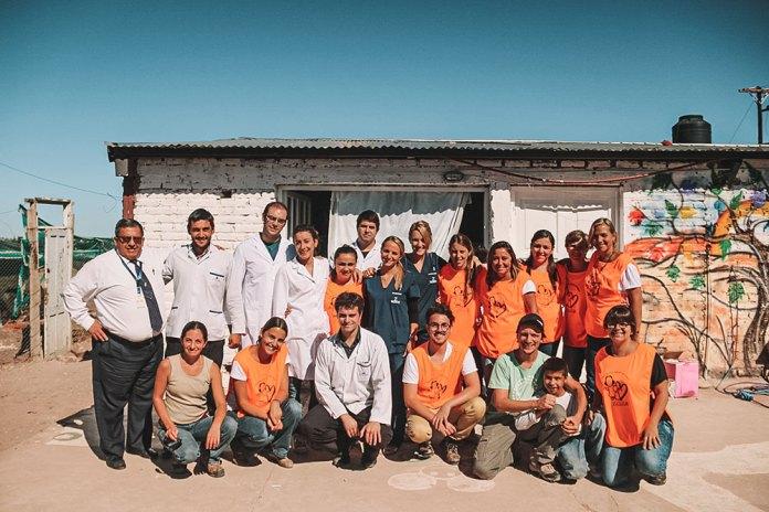 Médicos e voluntários do mutirão da saúde organizado pela Fundação Zaldivar e Instituto Ronald McDonald's no interior da Argentina.