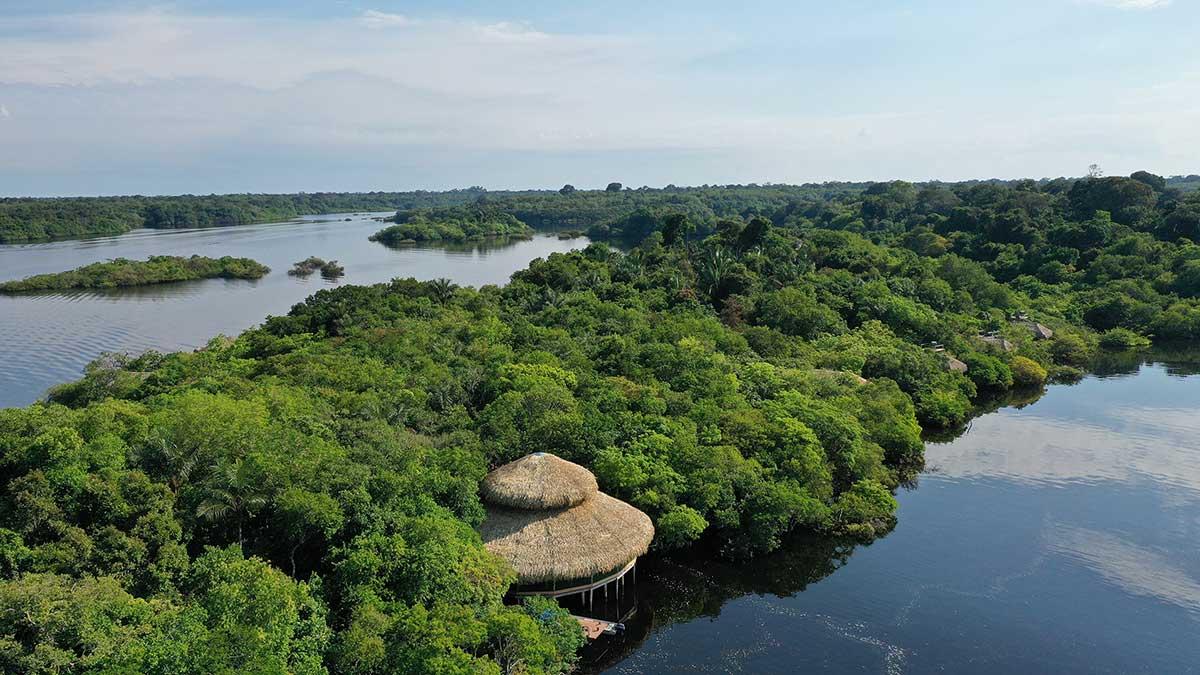 Vista Aérea do Juma Lodge, um oasis no meio da floresta