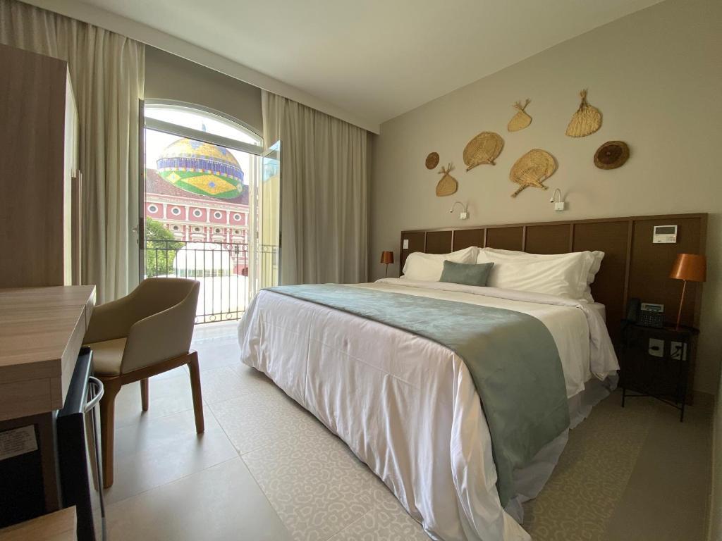 quartos confortaveis e com vista para o teatro amazonas