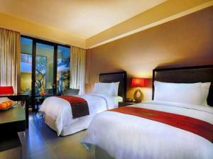 room 100-sunset-2-hotel-kuta-bali