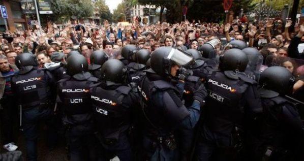 Intervención policial del 1 de octubre en Cataluña, que los hoteleros han pedido no emitir más / EFE