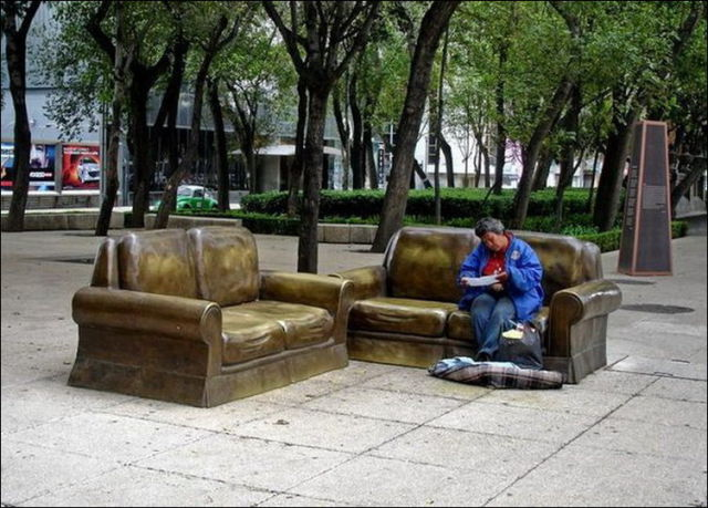 the_oddest_public_benches_in_the_world_640_06