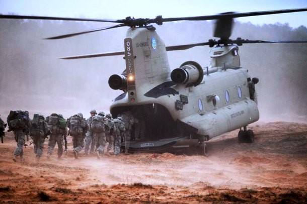 helicopter-eating-soldiers-610x406