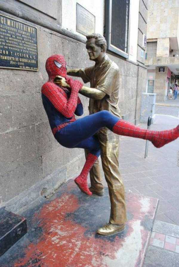 people-having-fun-with-statues-55