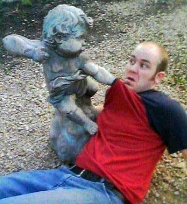 people-having-fun-with-statues-68