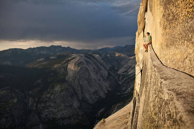 these_adventure_seekers_are_really_living_on_the_edge_640_10