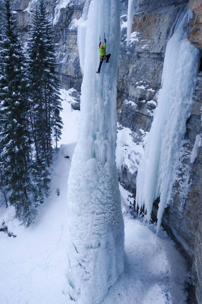 these_adventure_seekers_are_really_living_on_the_edge_640_18