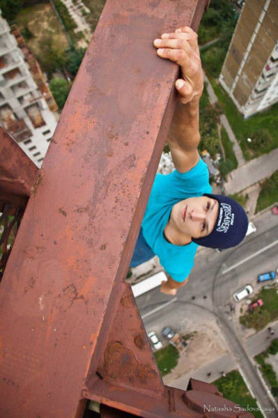 these_adventure_seekers_are_really_living_on_the_edge_640_19