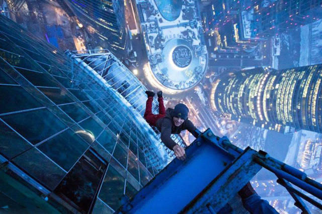 these_adventure_seekers_are_really_living_on_the_edge_640_22