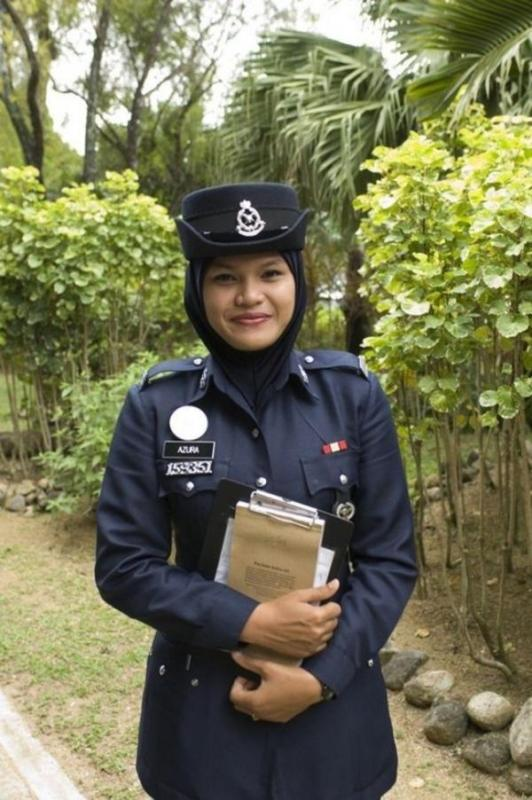 beautiful-female-police-officers17