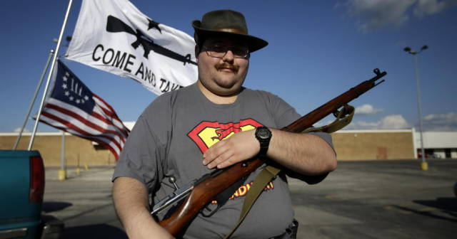 in_texas_people_take_their_guns_everywhere_with_them_640_04