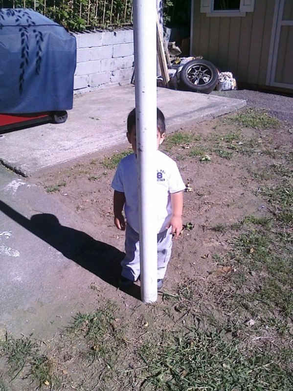 funny-kids-playing-hide-and-seek-50__605