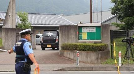 相模原の障害者施設、刺され19人死亡 「元職員」と話す26歳の男逮捕(産経新聞)   Yahoo ニュース