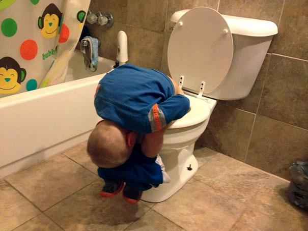funny-kids-sleeping-anywhere-103-57aacb5e2ba4e__605