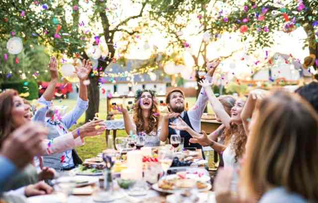 How to Stay Cool at an Outdoor Summer Wedding (9 Easy Tips)