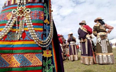 Tibetan Dress (Xinhua)