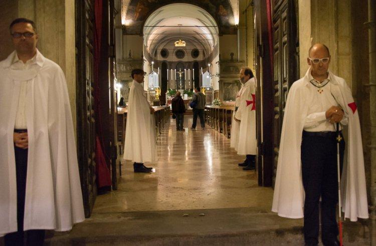 I Templari Cattolici d'Italia custodiscono la Chiesa di San Francesco Grande a Padova, Processione con Reliquie del Santo.
