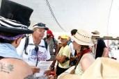 Kahuna talks to new volunteers (photo by Sori Kim)
