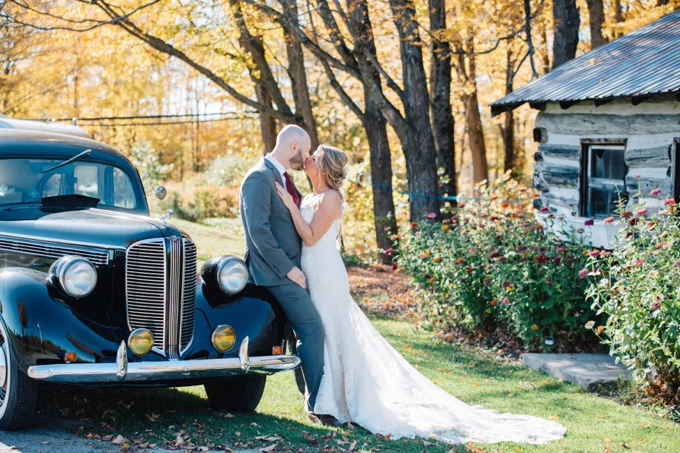 Vintage wedding car at Temple's Country Weddings Ottawa