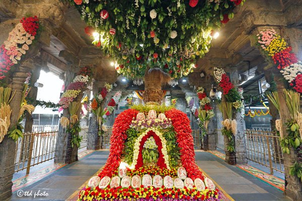 ugadi-flower-decoration-tirumala