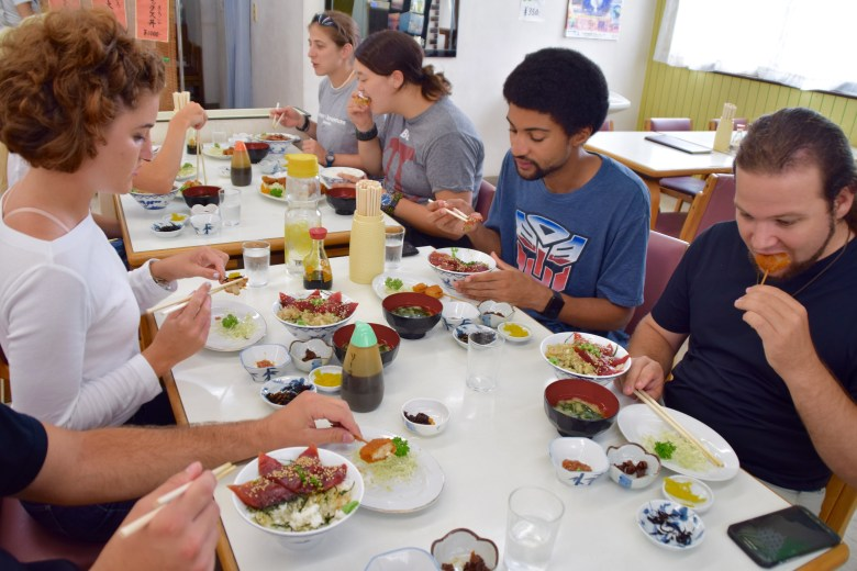 F16203_tokyo_More Magurodon lunch_TamlynKurata