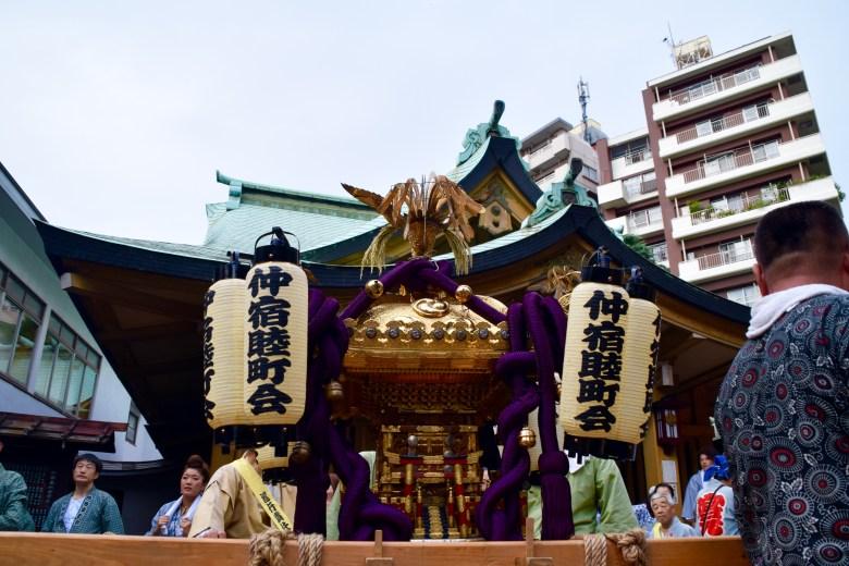 f16402_tokyo_mikoshi-and-main-temple_tamlynkurata