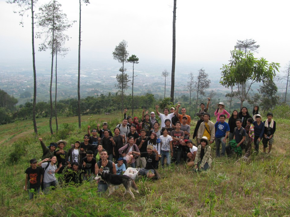 Site visit to Manglayang. Image courtesy of Common Room Networks Foundation.