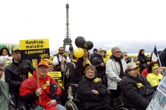 Les  manifestants sur le parvis du Trocadéro (AFP)