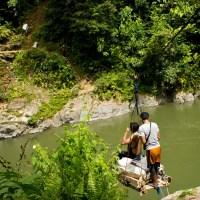 Meluncur Seru Seberangi Sungai