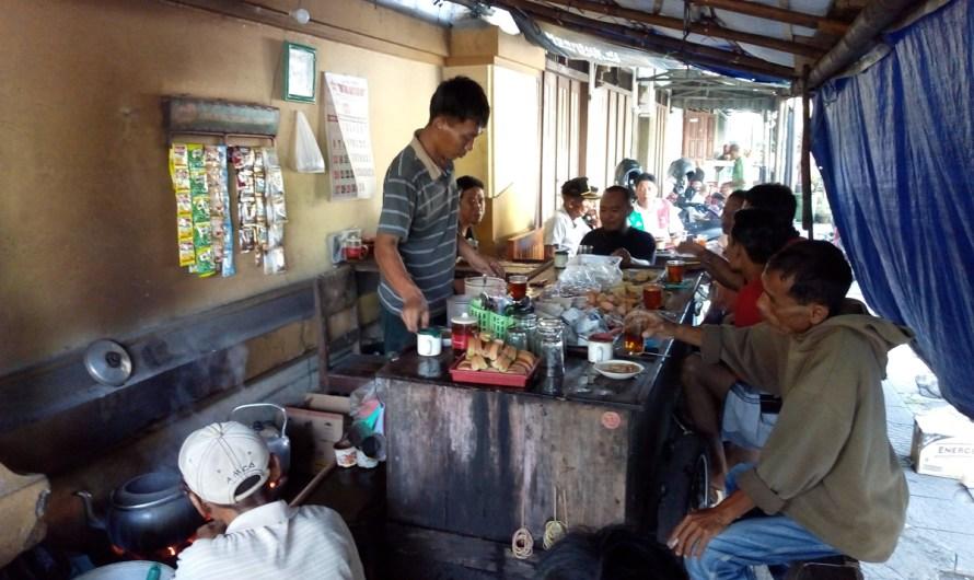 Warung Teh Nasgitel yang Buka Jam 3 Pagi di Yogyakarta