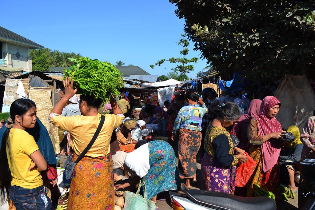 pasar tradisional tempat bahasa daerah sering digunakan