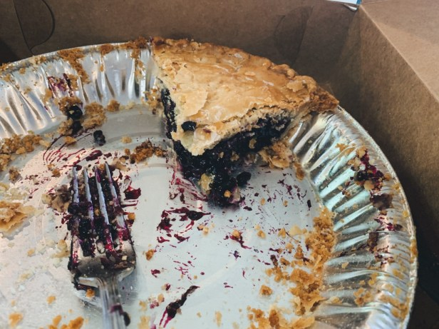 Blueberry Pie yang hampir habis
