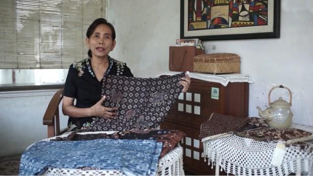 Perayaan Hari Batik Nasional 2020 - Dra. DS Nugrahani, M.A., Dosen Arkeologi Fakultas Ilmu Budaya UGM