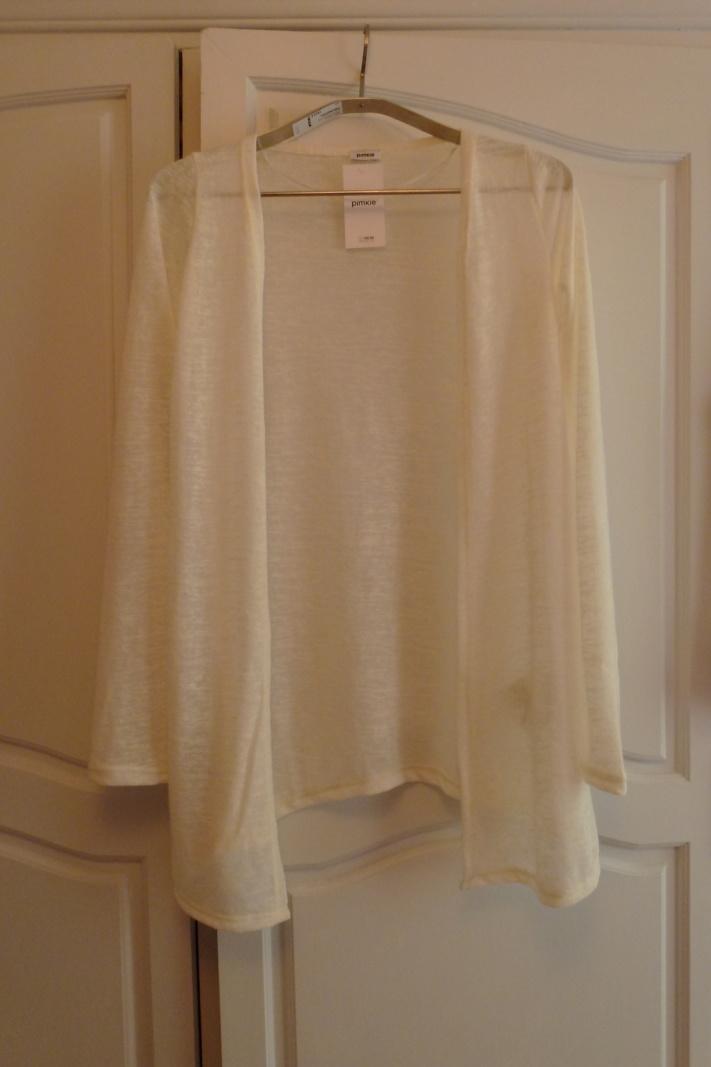 Un cardigan beige : 12.99€