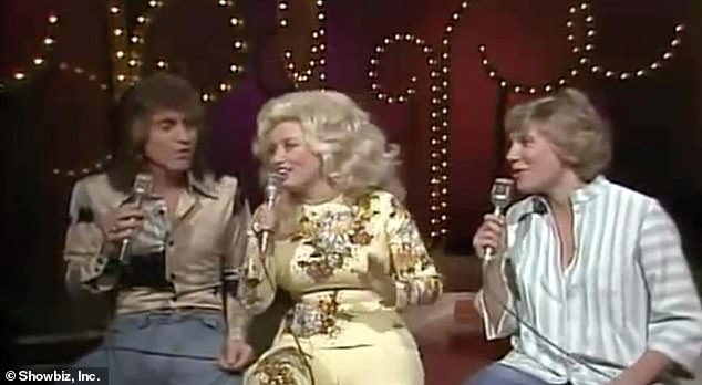 Buenos tiempos: Randy, Dolly y la cantante canadiense Anne Murray se ven en 1977 arriba