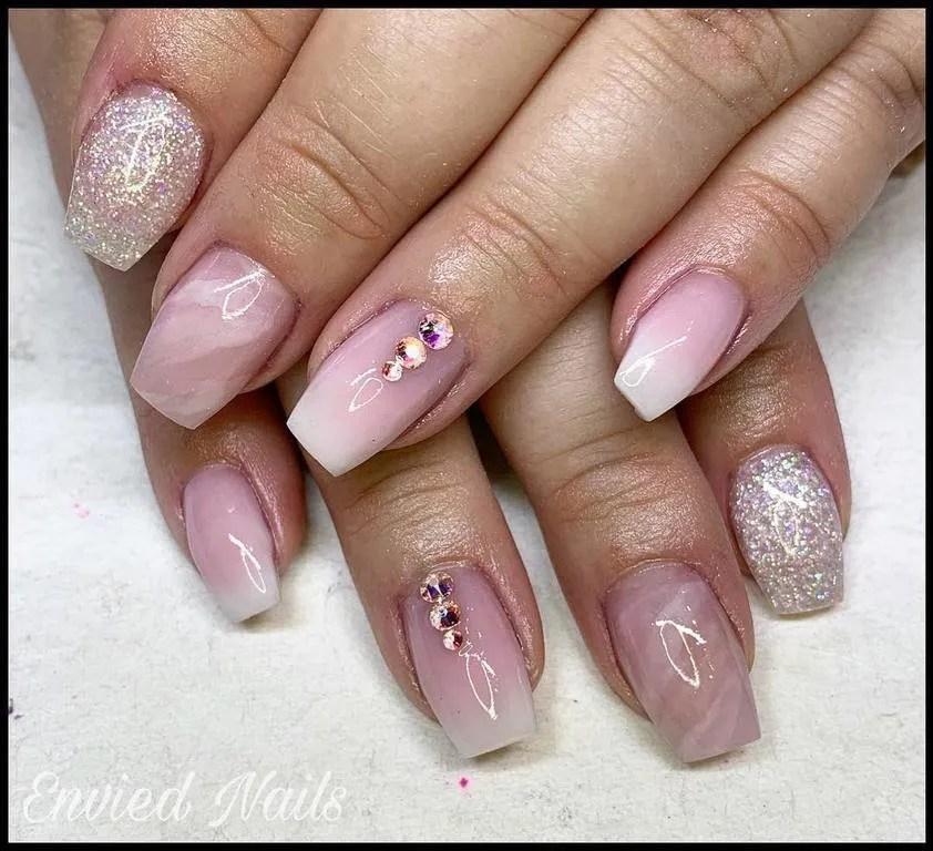 Uñas morado, gris y blanco #mauvenails | Gel nails, Pretty