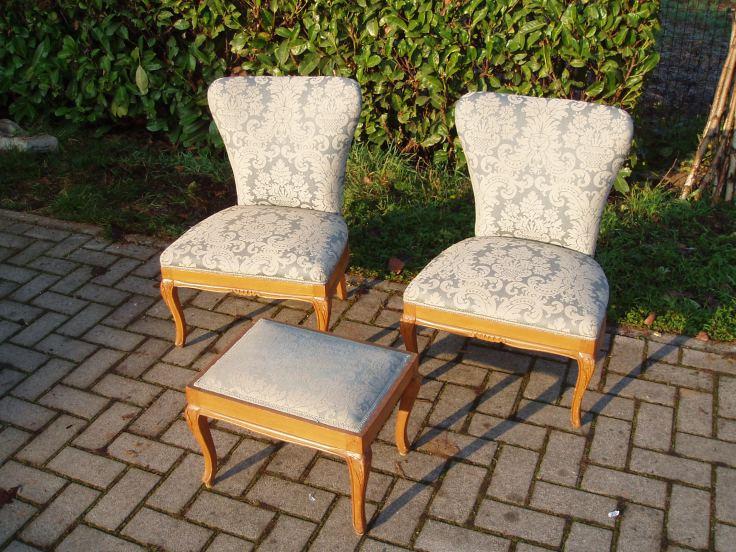 Benvenuto nella sezione dedicata ad un vasto assortimento di sedie design per la tua sala da pranzo. Coppia Sedie Da Camera Con Poggiapiedi Stile Classico Il Tendone Solidale Mercatino Dell Usato