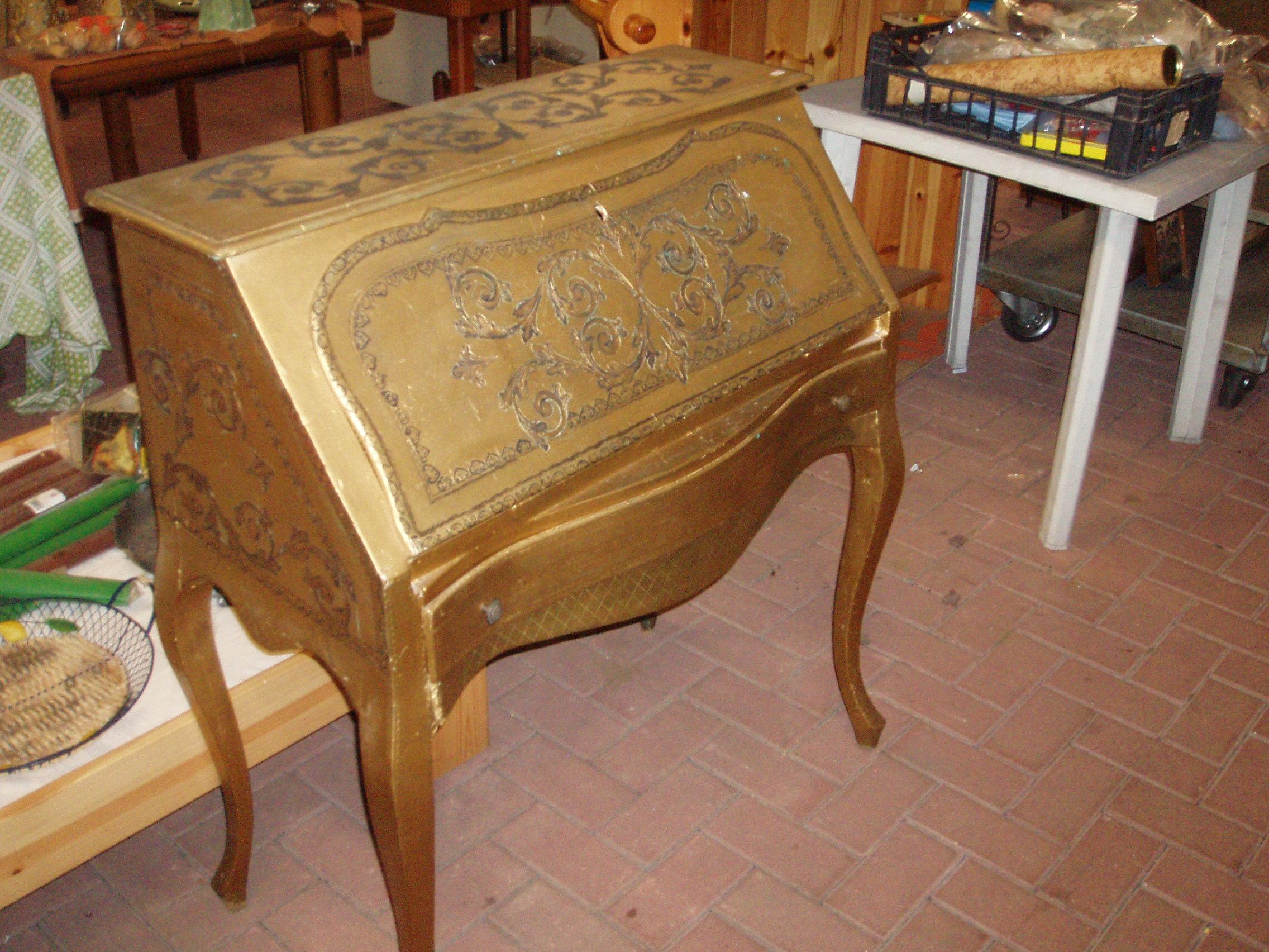Da salotto tavolini antichi mobili usati antichimobili usati.stile veneziano. Scrittoio In Stile Veneziano Antico Il Tendone Solidale Mercatino Dell Usato
