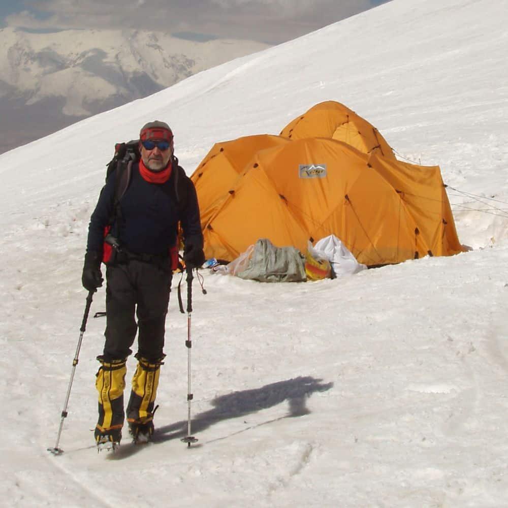 ... i skalách s dlouholetou praxí. Držitel licence HAL (High Alpine  Leader). V současné době školí instruktory na umělé stěny i skály a horské  průvodce. b19ac638500