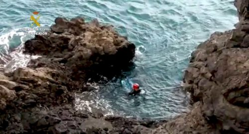 MAN EVADES POLICE BY JUMPING INTO THE SEA AND HIDING IN A CAVE